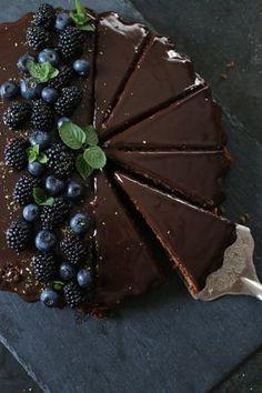 Es geht um Kuchen - einen extrem leckeren Schokoladenkuchen! So ziemlich der leckerste Schokoladenkuchen den ich gebacken habe. Neugierig?