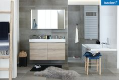 De Jeans badkamer is een moderne badkamer. Voorzien van een ruime douche, een groot bad en een badkamermeubel met veel opbergruimte een badkamer geschikt voor het hele gezin! Vanity, Bathroom Vanity, Double Vanity, Bathroom