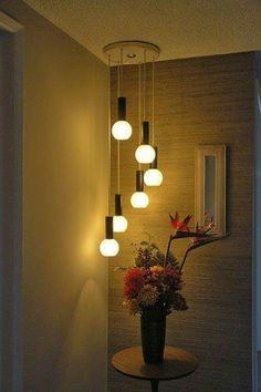 Olha como a #luminária pendente pode destacar um canto da casa. Pode ser o hall de entrada ou ainda o final do corredor. Não fica #charmoso? #TecnisaDecor #ficaadica