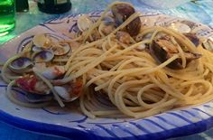 Spaghetti vongole, one of the classic Amalfi Coast dishes - read here best places to eat in Positano