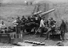 The Battle of Kursk, Operation Citadel - Amazing Pictures From The Biggest Tank Battle of WWII George Patton, Crusader Tank, Self Propelled Artillery, Germany Ww2, History Online, Ww2 Tanks, Military Weapons, Military Soldier, German Army