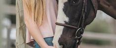 """""""Es gibt Tage, an denen ich mit dem Pferd arbeite und danach sage: """"Wow, war das toll!"""" Es kommt auch manchmal vor, dass ich im Stall war, ohne dass es ein besonderes Erlebnis war. Rückblickend sind es die Tage, wo nur ein Teil von mir wirklich präsent war – nämlich der Körper. Mein Geist war irgendwo anders..."""