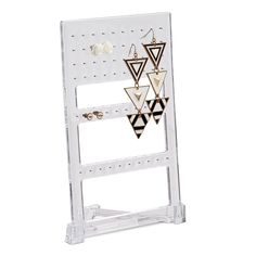 Earring stand BRITTE. Keep your jewelries free of messy tangles and save up space. #jysk #earrings #earringstand #storage #jewelry #bathroomideas #bathroom