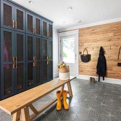 Mudroom Ideas – A mudroom may not be a very essential part of the house. Smart Mudroom Ideas to Enhance Your Home Interior Exterior, Home Interior, Room Tiles Design, Veranda Interiors, Mudroom Laundry Room, Mud Room Lockers, Garage Lockers, Entry Way Lockers, Home Lockers