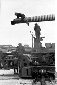 A Krupp Railway Gun crew begins setup of the cannon to prepare for firing