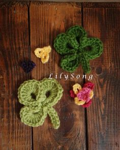 FREE Clover Crochet Embellishments - for those of you who crochet, a free pattern for these cute embellishments - imagine them on a hat or a bag!  Wish I crocheted.