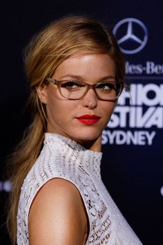 Check Out How Sexy Erin Heatherton Works the Heck out of a Pair of Eyeglasses Erin Heatherton, Cute Glasses, Girls With Glasses, Glasses Frames, Girl Glasses, Victorias Secret Models, Victoria Secret Fashion Show, Hairstyles With Glasses, Cool Hairstyles
