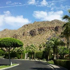 Driving into The Phoenician Resort on Camelback Mountain