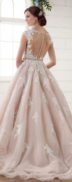Wedding Dress by Essense of Australia 2017