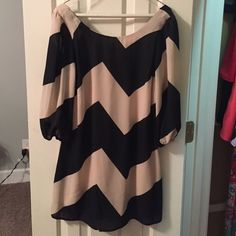 Gianni Bini dress Cute cream and black chevron dress with a super cute black bow on the back! Has a low cut in the back also! Sleeves have elastic on the end too! Love his dress just doesn't fit anymore Gianni Bini Dresses Long Sleeve