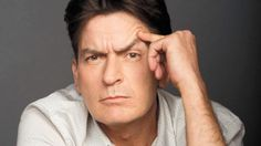 "Charlie Sheen da giro al reto de la ""cubeta de hielo"". http://i24mundo.com/2014/08/19/charlie-sheen-da-giro-al-reto-de-la-cubeta-de-hielo/"