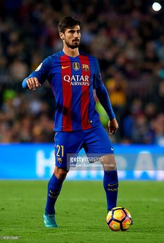 Andre Gomes of FC Barcelona runs with the ball during the La Liga match between FC Barcelona and Granada at Camp Nou stadium on October 29, 2016 in Barcelona, Spain.