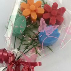 Wax Melt Bouquet - Mini ©2016PeaceandQuietSoyWaxCandles This cute bouquet is smaller than my usual Wax Melt Bouquets and so are just £5 each and make an ideal gift. Lovely handmade product to give for Valentines or Mothers Day. Choose 4 of the following colour/aroma combinations: Red