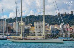 Royal Huisman's Kamaxithain Palma de Mallorca, SpainDelivered in early the beautiful sailing yacht Kamaxitha was built by Dutch shipyard Roy. Luxury Sailing Yachts, Marine Engineering, Buy A Boat, Classic Yachts, Sail Boats, Super Yachts, Tall Ships, Pacific Ocean, San Francisco Skyline