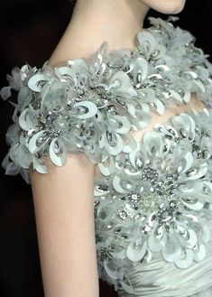 Elie Saab Couture, Chanel Couture, Couture Details, Fashion Details, Fashion Design, Women's Fashion, Beautiful Gowns, Beautiful Outfits, Costura Fashion