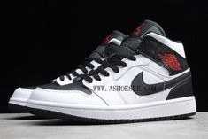As you can see this pair has a Chicago Bulls theme but not in your classic color blocking. Highlighted with White and Black across the upper, Red land on the Jumpman on the tongue, insole and Wings logo. It features a simple White and Black upper that continues onto the midsole and rubber outsole. Completing the design are Red contrasting accents throughout. Wings Logo, Jordan 1 Low, Black Toe, Chicago Bulls, Color Blocking, Air Jordans, Nike Air, Sneakers Nike, Pairs