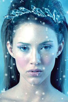 Google Image Result for http://tigerlillyjewelry.com/product_images/c/896/tatiana-tiara-2__97153_zoom.jpg