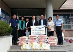 구미시 진평동 하나님의교회(목사 김현규)에서는 7일 추석을 맞아 소외된 계층을 위해 쌀10kg 25포(60만원 상당)를 진미동 주민센터(동장 이근도)에 전달하였다.