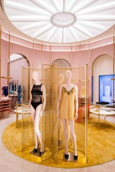 "LA PERLA, ""What dreams may come"", pinned by Ton van der Veer"