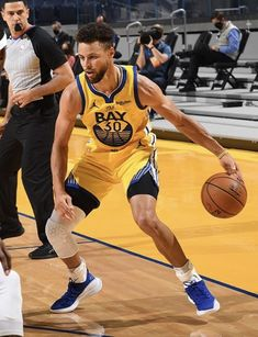Basketball Memes, Basketball Pictures, Basketball Players, Stephen Curry Wallpaper, Wardell Stephen Curry, Nba Warriors, Stephen Curry Basketball, Stephen Curry Pictures, Splash Brothers