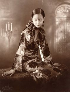 film star and singer Zhou Xuan in the 1920s.