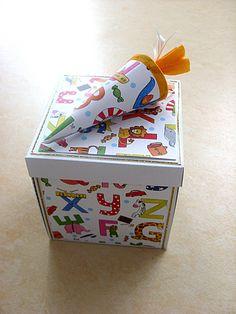 Sie suchen noch ein Geschenk zum Schulanfang, hier ist eine Lösung. Eine kleine Überraschungsbox, sehr gut für Geldgeschenke.Jede Seite der Box läßt den Beschenkten staunen. Die einzelnen Seiten...