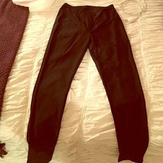 High waisted black spandex leggings Cute high waisted black spandex leggings! These babies will fit a s-l due to the stretchiness! Looks great with crop tops Pants Leggings