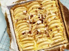 Easy Cake : Apple pie with pudding, Great Desserts, No Bake Desserts, Delicious Desserts, Sweet Pie, Pie Cake, Winter Food, High Tea, Apple Pie, Kids Meals