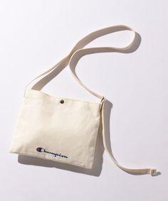 バッグ【公式通販】オンワード・クローゼット Tote Bags, My Bags, Purses And Bags, Cary Bag, Postman Bag, Retail Bags, Brand Name Bags, Luanna, Bag Packaging