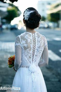 Vestido de noiva boho // Boho wedding dress Essa noiva reformou o vestido da sogra! Dá pra acreditar? Lindo né?  Aline e Fernando | Paperland & Co.