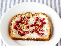 6 Breakfast Toast Recipes to Keep You Full Until Lunchtime via @byrdiebeauty