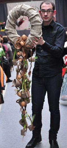 Easter Flower Arrangements, Silk Floral Arrangements, Flower Installation, Wreaths And Garlands, Easter Wreaths, Summer Wreath, Easter Crafts, Diy And Crafts, Floral Design