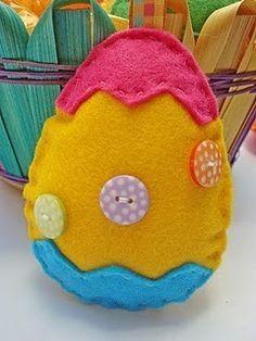 Uovo giallo in feltro fai da te
