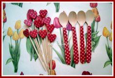 Palillos de corazón rojos con topitos y cucharitas de madera, a juego  pedidos: detallisime@yahoo.es