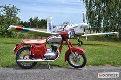 Jawa 250 / 559 Panelka (1963) #CSMoto #Czechoslovakia #Vintage #1963 Jawa 350, Old Bikes, Mopeds, Photo Backgrounds, Scooters, Cars, Classic, Vehicles, Life