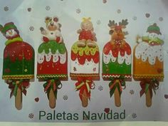 Paletas navideñas Christmas Crafts, Xmas, Christmas Ornaments, Fake Cake, Fabric Wreath, Felt Crafts, Embellishments, Wreaths, Holiday Decor