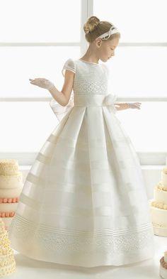 Explore the Rosa Clará First Communion and bridesmaid dresses. Cheap Flower Girl Dresses, Girls Pageant Dresses, Gowns For Girls, Pageant Gowns, Ball Dresses, Ball Gowns, Dresses Short, Party Dresses, Flower Girls