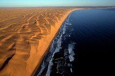 La côte des squelettes en Namibie / Changement de planète