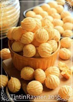 Resep Sus Kering Keju aka Cheese Crispy Choux renyah ngejuu by Tintin Rayner Cokies Recipes, Snack Recipes, Dessert Recipes, Indonesian Desserts, Asian Desserts, Indonesian Food, Resep Cake, Chocolate Snacks, Traditional Cakes