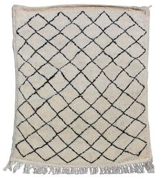 This Beni Ourain rug is 100 % sheep wool hand-woven by Berber women of the Beni Ourain and other neighboring Berber tribes in Atlas Mountains, the unique pattern makes it perfect for any sort of home design. Unique Rugs, Beni Ourain, Sheep Wool, Pattern Making, Moroccan, Hand Weaving, How To Make, Design