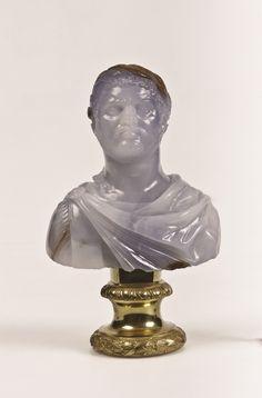 Arte romana Busto di Caracalla, inizio del III secolo d.C. Calcedonio azzurro; bronzo dorato. Citta del Vaticano -Musei Vaticani, Biblioteca Apostolica, Museo Profano-