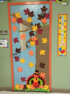 November thanksgiving ra bulletin board ra bulletin for Decoracion puerta otono