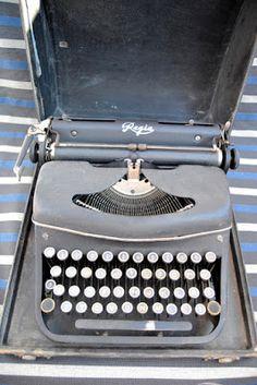 Garagem vintage: Antigua máquina de escribir Regia (años 50)