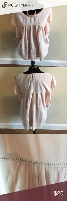 🆕Old Navy Pale Pink Top W/ Flutter Sleeves Beautiful Spring color. Super lightweight cotton. And a forgiving and comfy fit. Worn only a few times and freshly dry cleaned. I would pair with white jeggings or shorts and wedges. 100% Cotton. Measurements available on request(: Ps. I love offers, but PLEASE USE THE OFFER BUTTON. Thanks😘 Old Navy Tops Blouses