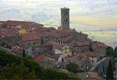#Cortona #Italy   Discover travel hints about this city -> www.gadders.eu/destination/place/cortona