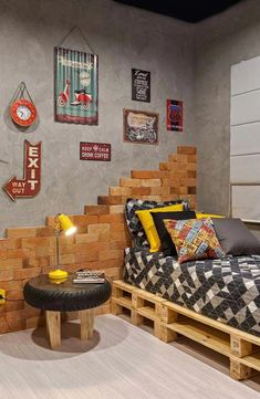 Planning to decorate your teenage boy's room? If you need some easy DIY teen room decor ideas for boys, then I have plenty. Modern Rustic Homes, Kid Beds, Diy Home Decor, Bedroom Decor, Bedroom Bed, House Design, Decor Ideas, Teen Rooms, Casa Pop