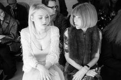 Dakota Fanning et Anna Wintour, rédactrice en chef de Vogue US au premier rang du défilé Rodarte automne-hiver 2014-2015 http://www.vogue.fr/mode/inspirations/diaporama/fashion-week-new-york-les-coulisses-automne-hiver-2014-2015-jour-4-fw2014/17516/image/942350#!dakota-fanning-et-anna-wintour-redactrice-en-chef-de-vogue-us-au-premier-rang-du-defile-rodarte-automne-hiver-2014-2015