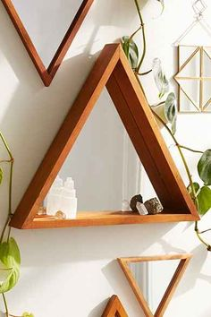 Geometric mirror shelves - Urban Outfitters