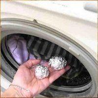 Бросьте в стиралку шарик из фольги
