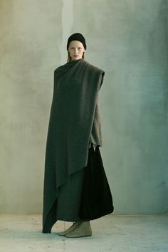 The Row Pre-Fall 2016 Fashion Show Collection: See the complete The Row Pre-Fall 2016 collection. Look 2 Fall Fashion 2016, Runway Fashion, Winter Fashion, Fashion News, Fashion Show, Fashion Design, Women's Fashion, Madrid, Vogue